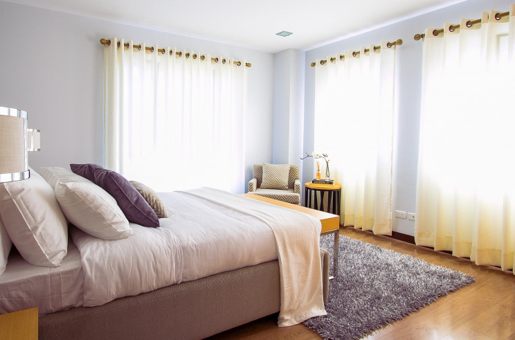 Dicas para dormir melhor no verão: as mudanças que podem (e devem) ser feitas no quarto