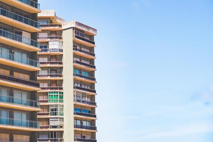 Quem compra um apartamento tem de pagar a quota extraordinária para obras da fachada?