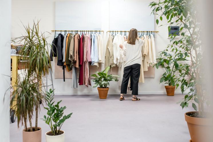 Arrumar o armário: como cuidar da roupa da nova estação?