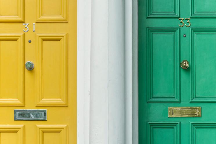 Vender uma casa e comprar outra ao mesmo tempo – explicamos como