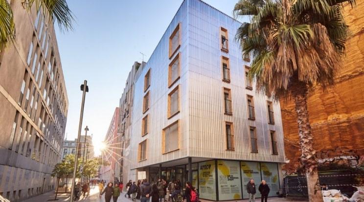 Estas casas de habitação social em Barcelona foram construídas em contentores marítimos